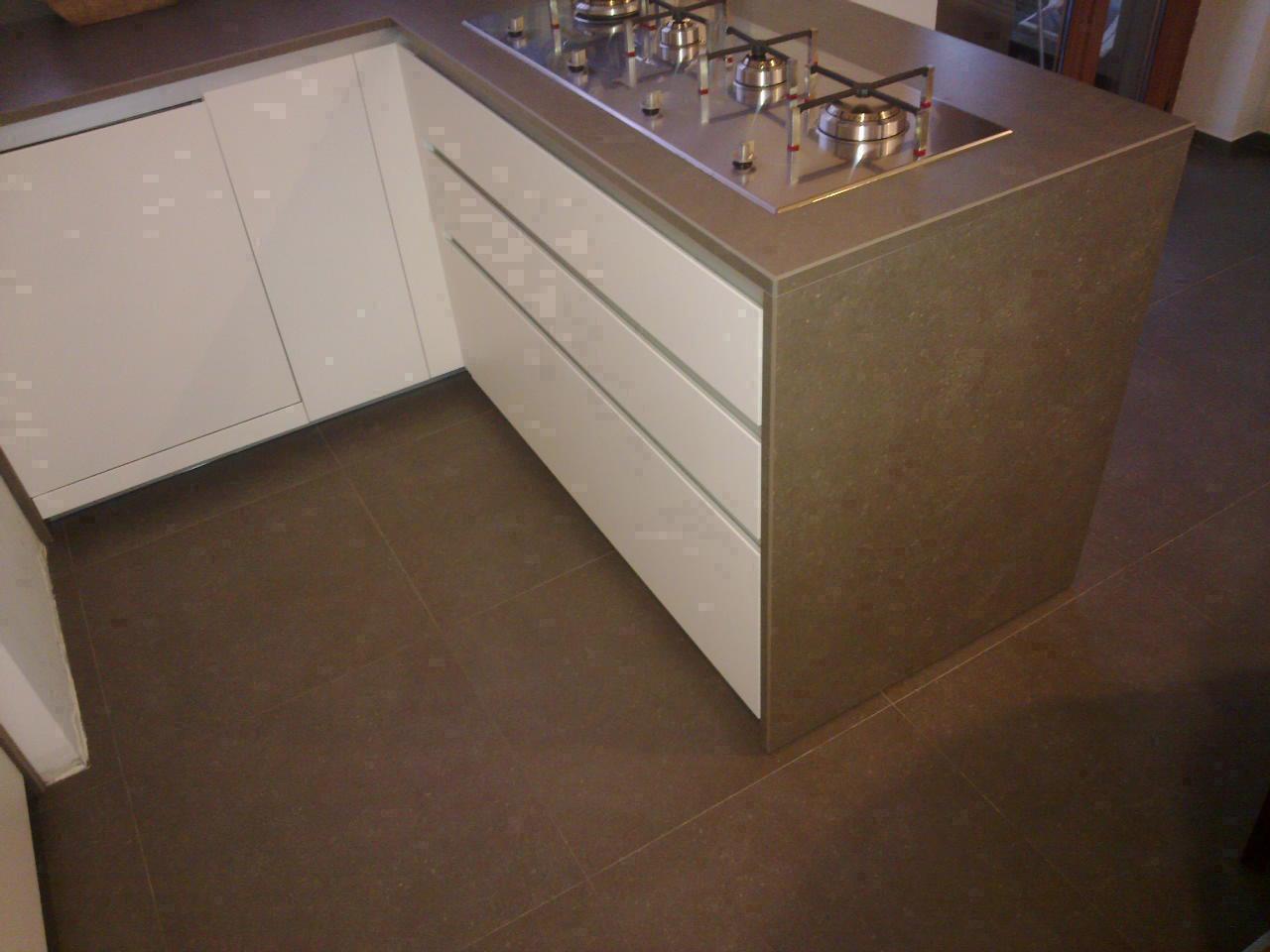 Cucina moderna bianca e grigia buccione gallery - Cucina moderna bianca e grigia ...